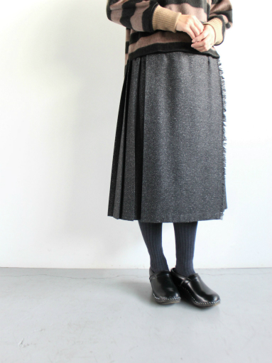 O\'NEIL OF DUBLIN  MIDI EASY KILT SKIRT / HERRINGBONE BLACK (products for us)_b0139281_13253894.jpg