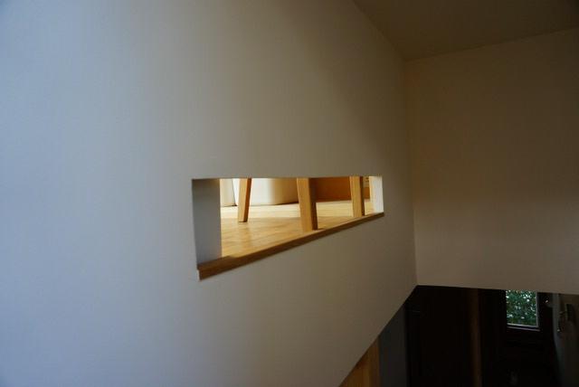 階段の小窓_f0087202_20314965.jpg