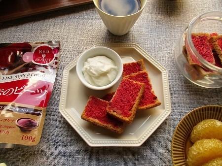 ファインの『赤のビーツ』でカリカリラスクとフルーツサンドイッチ作り♪_a0305576_10225371.jpg