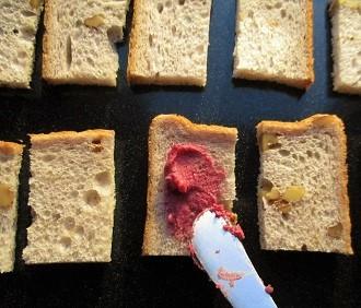 ファインの『赤のビーツ』でカリカリラスクとフルーツサンドイッチ作り♪_a0305576_10231715.jpg