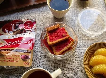 ファインの『赤のビーツ』でカリカリラスクとフルーツサンドイッチ作り♪_a0305576_10233867.jpg