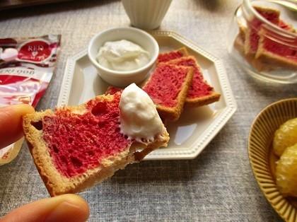 ファインの『赤のビーツ』でカリカリラスクとフルーツサンドイッチ作り♪_a0305576_10235228.jpg