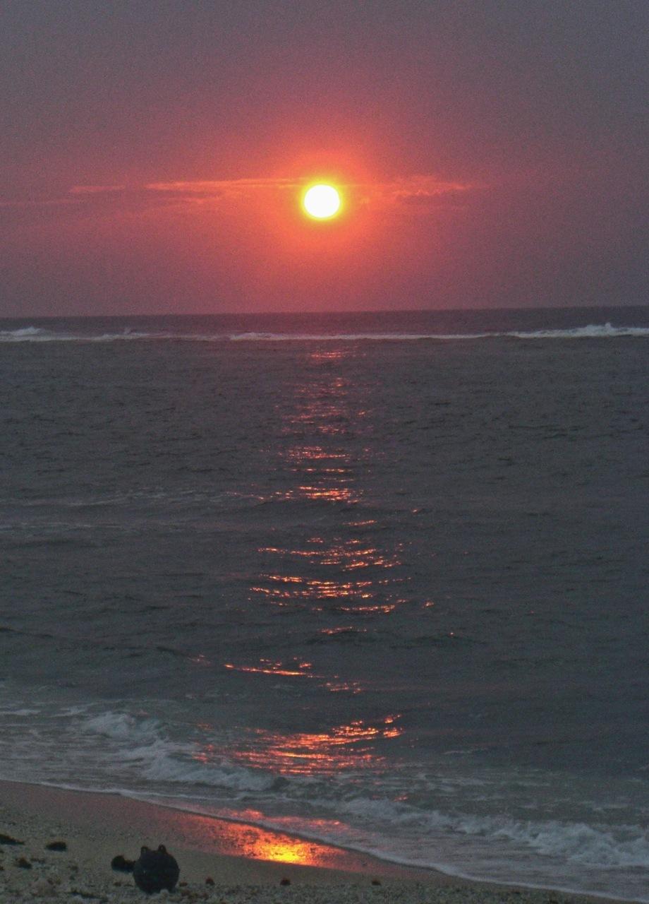 久高島より 「不動の太陽」_b0181015_19575044.jpg