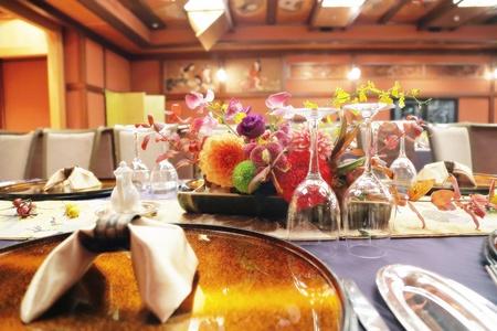 秋の装花 ホテル雅叙園東京 鷲の間様へ 青竹の器に華やかに_a0042928_1322162.jpg