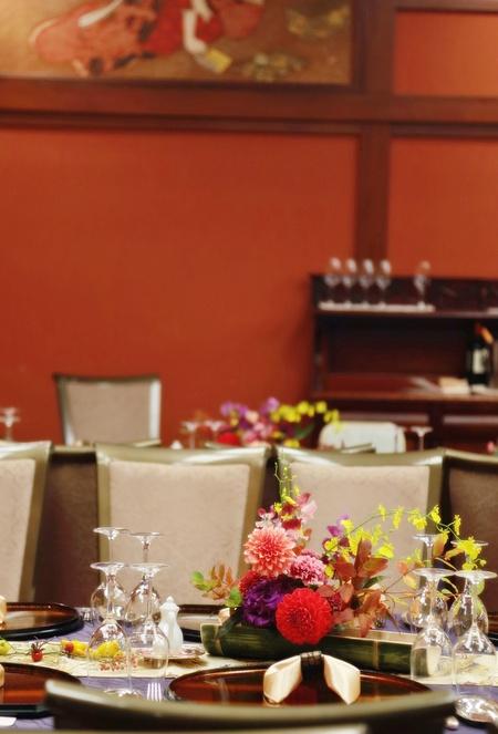 秋の装花 ホテル雅叙園東京 鷲の間様へ 青竹の器に華やかに_a0042928_1331049.jpg