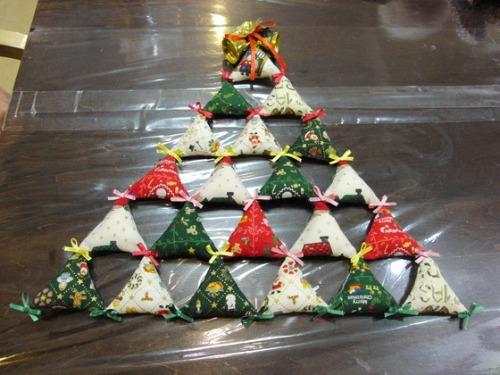 キルト教室 ~ キルトのクリスマスツリー作品 ~ _e0222340_15444152.jpg