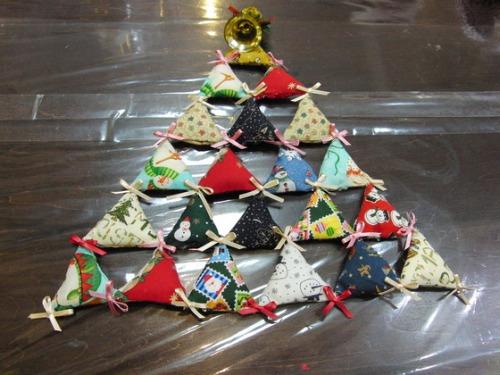 キルト教室 ~ キルトのクリスマスツリー作品 ~ _e0222340_15451751.jpg
