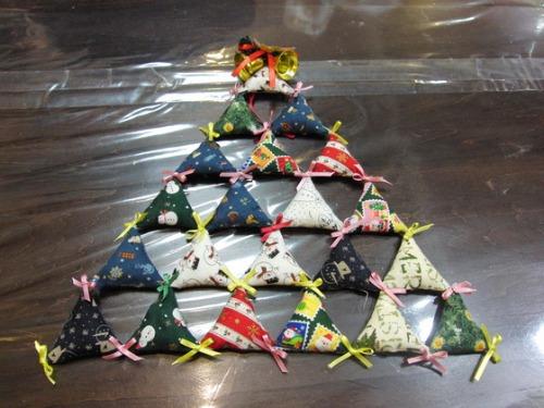 キルト教室 ~ キルトのクリスマスツリー作品 ~ _e0222340_15461592.jpg