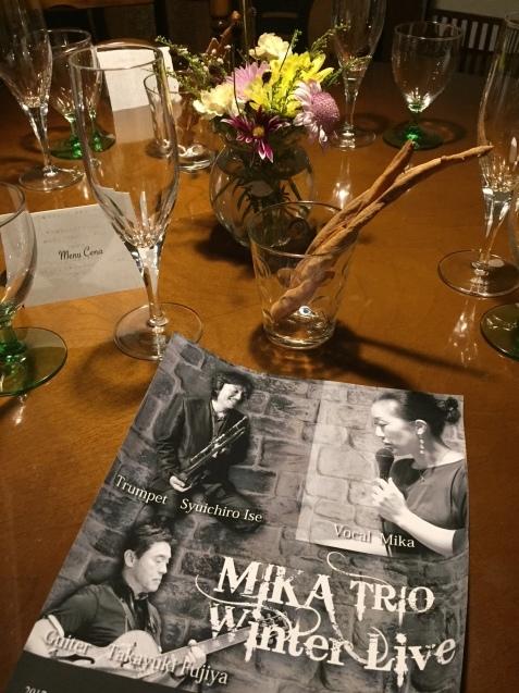 MIKA TRIO ウインターライブ かふぇ花野_c0335396_20303573.jpg