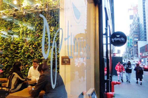「Optimistic」(楽観的)という名のニューヨークのカフェ_b0007805_0521016.jpg