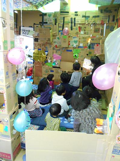 くわナさんとダンボールでおうちを作って遊ぼう_d0139575_23301585.jpg