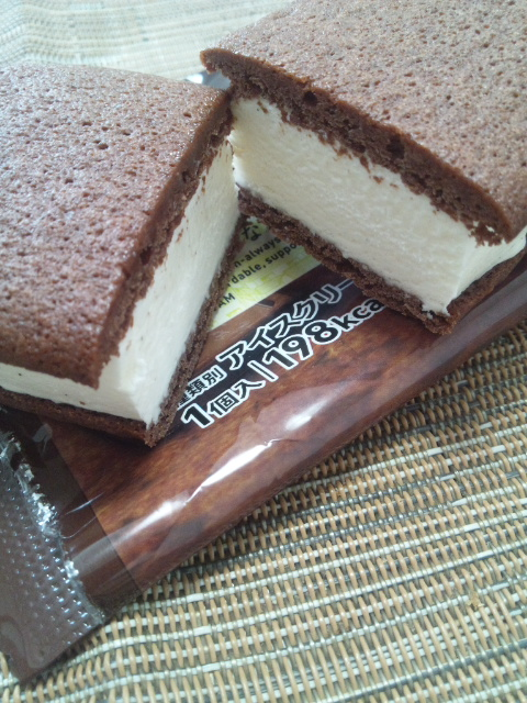 セブンプレミアム チョコが濃厚なブラウニーサンド_f0076001_281451.jpg