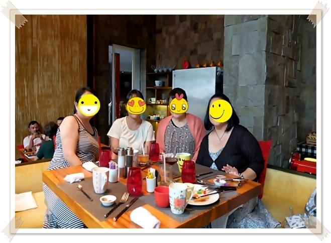 バリでWホテルのサンデーブランチ! _f0179404_21492448.jpg
