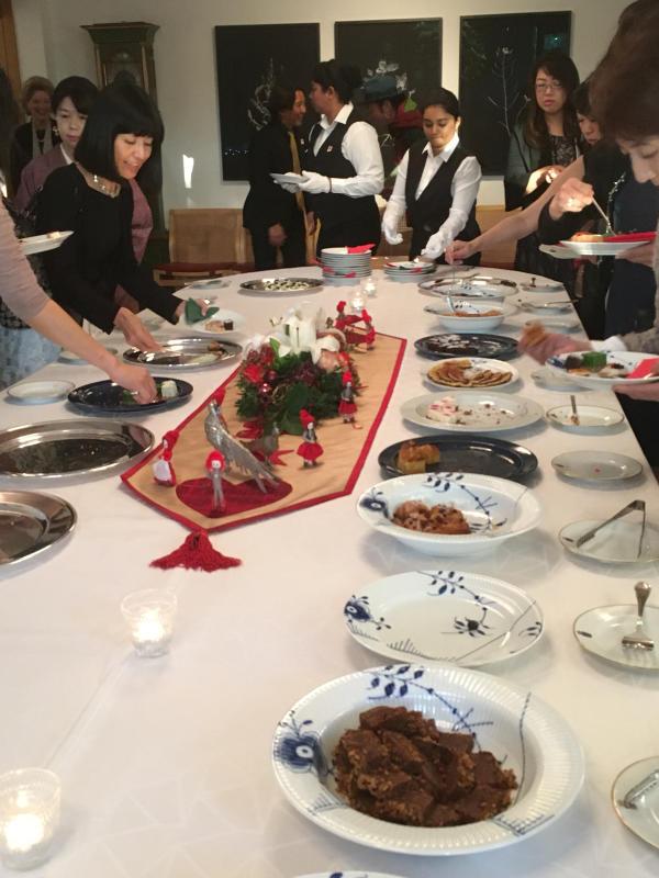 ル プレジール デンマーク王国大使館公邸でのクリスマスティーパーティー_c0195496_12402676.jpg