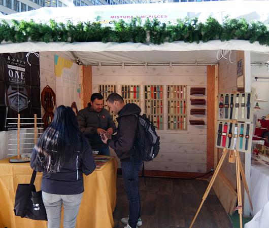 今年誕生したNYの新しいホリデー・マーケットの1つ、Garment District Holiday Market_b0007805_215134100.jpg