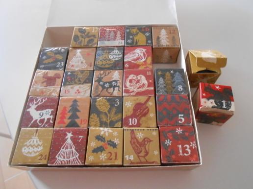 お土産のプレッツェルといただき物の珍しい紅茶カレンダー。_a0095931_15535709.jpg