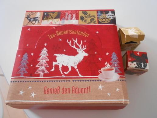 お土産のプレッツェルといただき物の珍しい紅茶カレンダー。_a0095931_15540123.jpg
