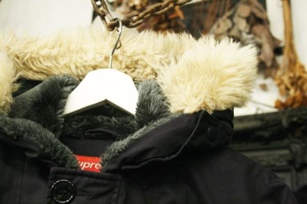 ヨーロッパ買い付け後記34 お待たせしました!恒例のアレ、出ます! 入荷SUPREME ジャケット、パンツ、キャップ、ニットキャップ_f0180307_17530630.jpg