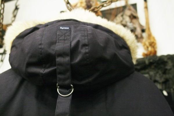 ヨーロッパ買い付け後記34 お待たせしました!恒例のアレ、出ます! 入荷SUPREME ジャケット、パンツ、キャップ、ニットキャップ_f0180307_17533184.jpg