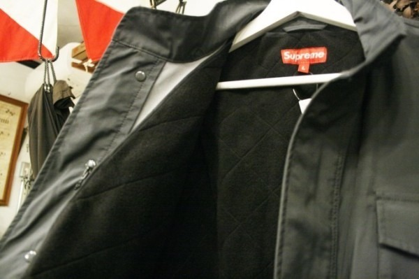 ヨーロッパ買い付け後記34 お待たせしました!恒例のアレ、出ます! 入荷SUPREME ジャケット、パンツ、キャップ、ニットキャップ_f0180307_19501317.jpg