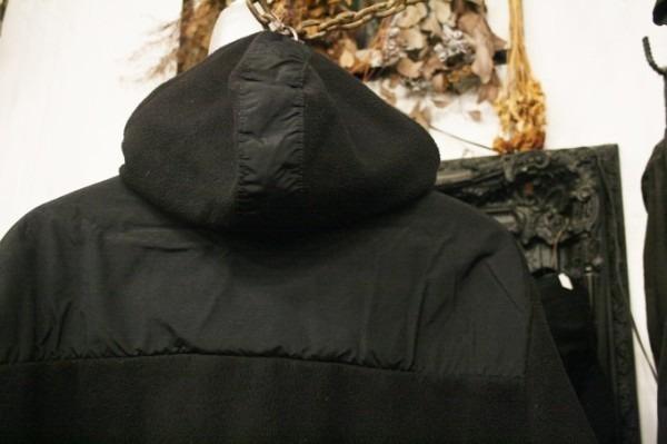ヨーロッパ買い付け後記34 お待たせしました!恒例のアレ、出ます! 入荷SUPREME ジャケット、パンツ、キャップ、ニットキャップ_f0180307_20140757.jpg