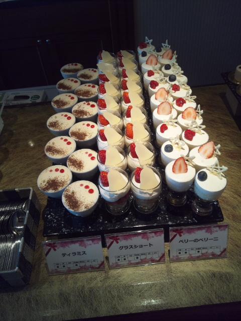 川崎日航ホテル 夜間飛行 冬の贈り物スイーツブッフェ_f0076001_22145833.jpg