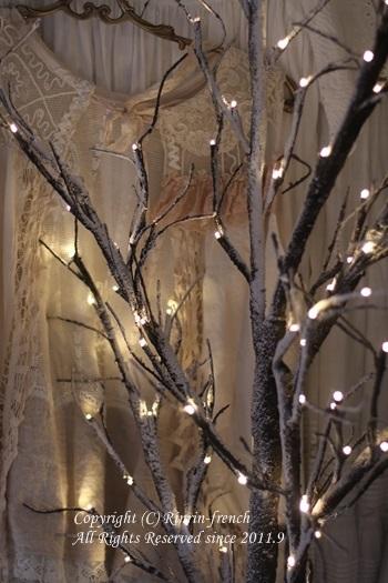 寝室にも クリスマス♪ ブランチツリーで雰囲気アップ_e0237680_09092941.jpg