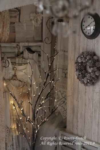 寝室にも クリスマス♪ ブランチツリーで雰囲気アップ_e0237680_09102884.jpg