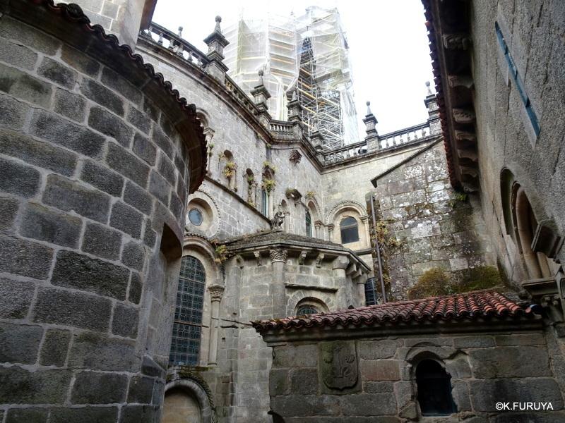 荘厳なサンティアゴ・デ・コンポステーラ大聖堂_a0092659_16155344.jpg
