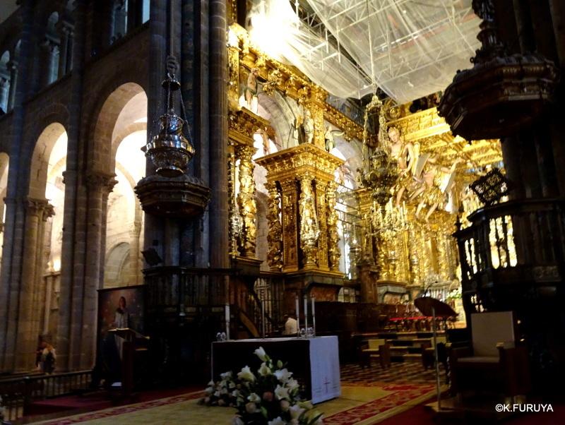荘厳なサンティアゴ・デ・コンポステーラ大聖堂_a0092659_18590545.jpg
