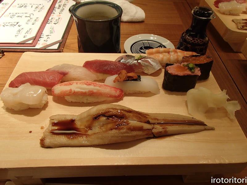 新宿です!!  (ワカケホンセイインコ)  2017/12/10_d0146592_00321105.jpg