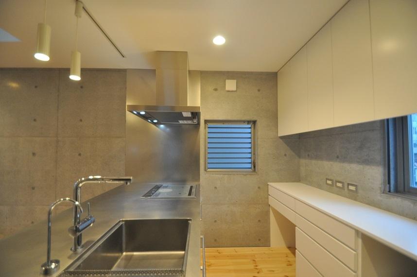 狭小住宅に住んでみた15「キッチン2」_e0028417_09165058.jpg