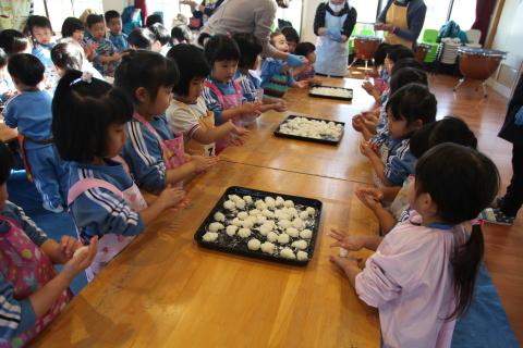 年少組・年中組のお餅つき_b0277979_16440309.jpg