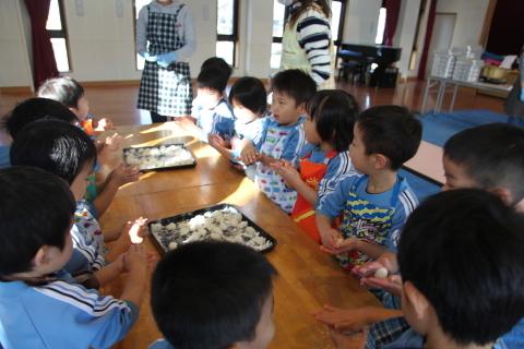 年少組・年中組のお餅つき_b0277979_16441900.jpg