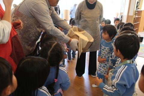 年少組・年中組のお餅つき_b0277979_16443978.jpg
