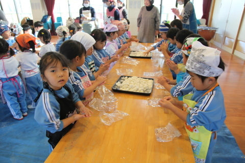 年少組・年中組のお餅つき_b0277979_16453935.jpg