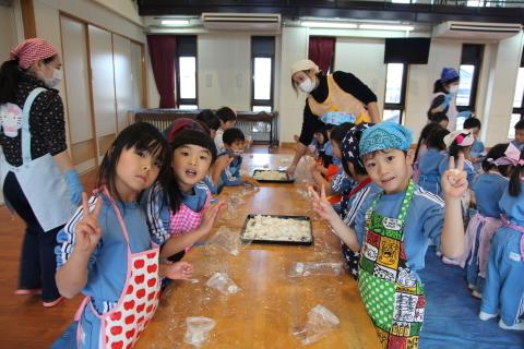 年少組・年中組のお餅つき_b0277979_16472157.jpg