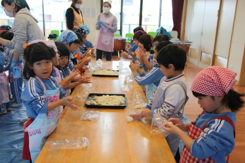 年少組・年中組のお餅つき_b0277979_16481917.jpg