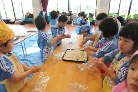 年少組・年中組のお餅つき_b0277979_16501219.jpg
