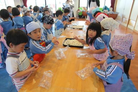 年少組・年中組のお餅つき_b0277979_16503137.jpg