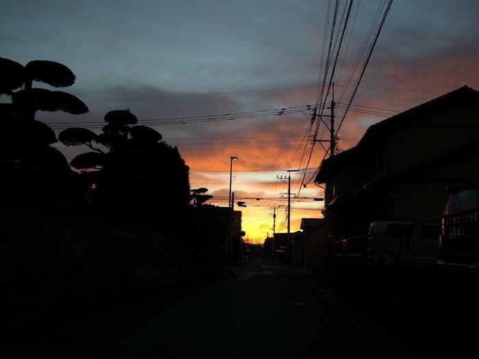 路地の向こうに (*^_^*)_c0049299_22594622.jpg