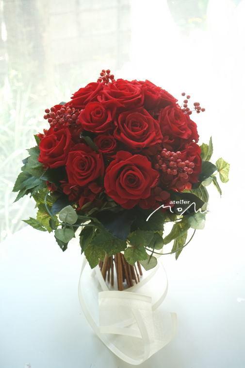 #美女と野獣のイメージで 赤バラのクラッチブーケ!_a0136507_21363736.jpg