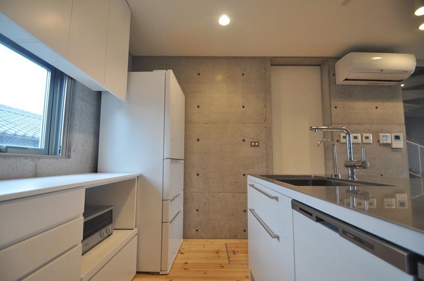 狭小住宅に住んでみた15「キッチン2」_e0028417_08263127.jpg