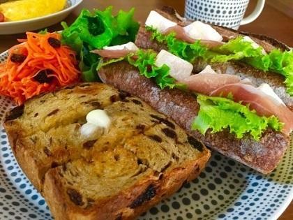 今朝の朝ごパン soilバゲットでサンドイッチと黒糖レーズン食パン♪_f0231189_10502786.jpg