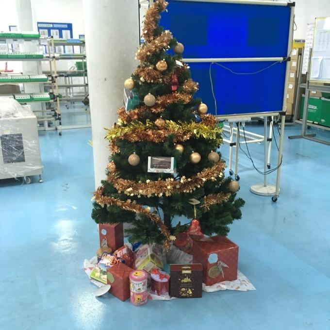 少しずつ増えていますクリスマスプレゼント_b0100062_12114085.jpg