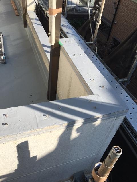 雨漏り修理の為、ベランダ手摺り改修と防水改修工事_f0140817_23265767.jpg