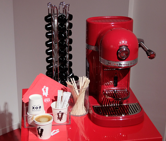 Armani Box New York店内で見かけたコーヒー・メーカー_b0007805_21394051.jpg
