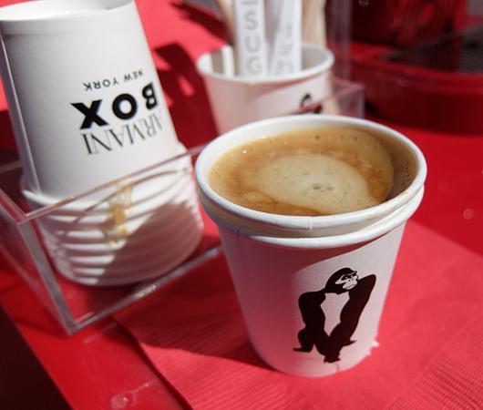 Armani Box New York店内で見かけたコーヒー・メーカー_b0007805_2139565.jpg