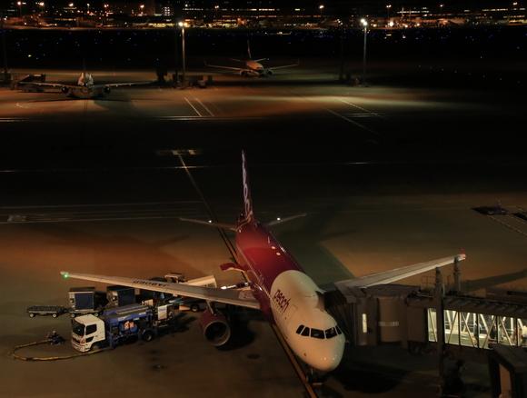 夜の羽田空港 三タミでは・・_d0202264_1814297.jpg