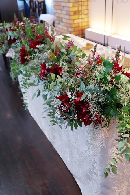 冬の装花 クリスマス 深い赤のダリア黒蝶と、手編みのドイリーと、スワッグそして灯火_a0042928_21462724.jpg